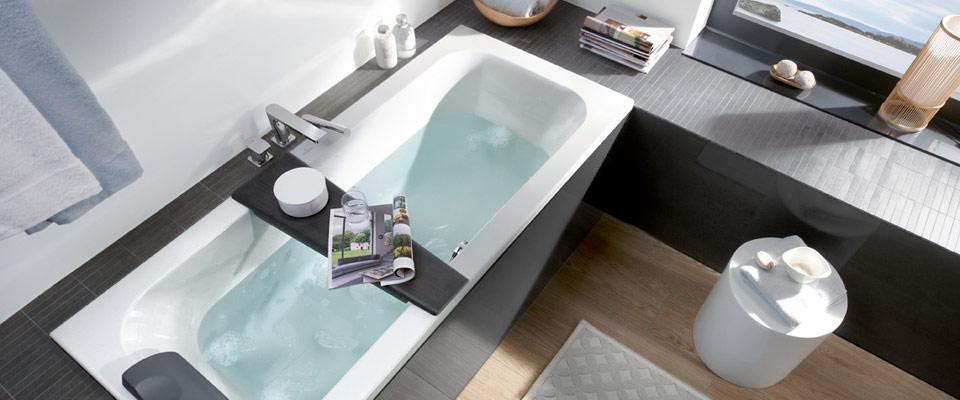Agencer une petite salle de bains avec baignoire for Petite salle de bain avec baignoire