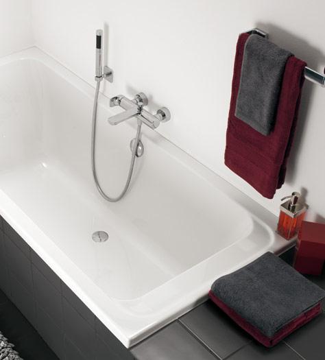 agencer une petite salle de bains avec baignoire villeroy boch. Black Bedroom Furniture Sets. Home Design Ideas
